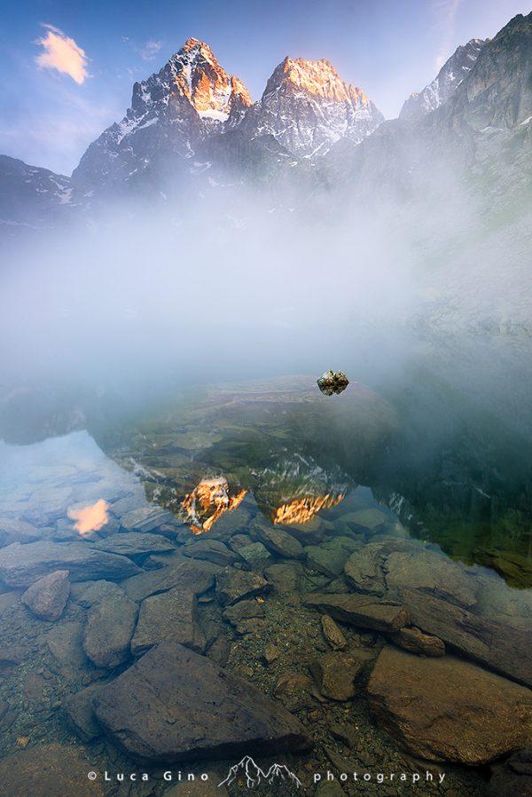 Monviso e Visolotto spuntano dalla Nebbia