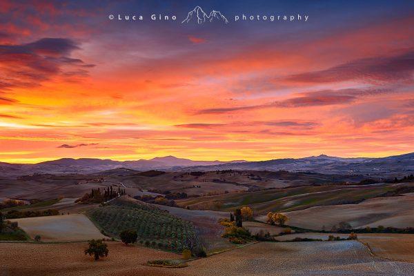 Val-dorcia-alba-infuocata-podere-belvedere-toscana-italia