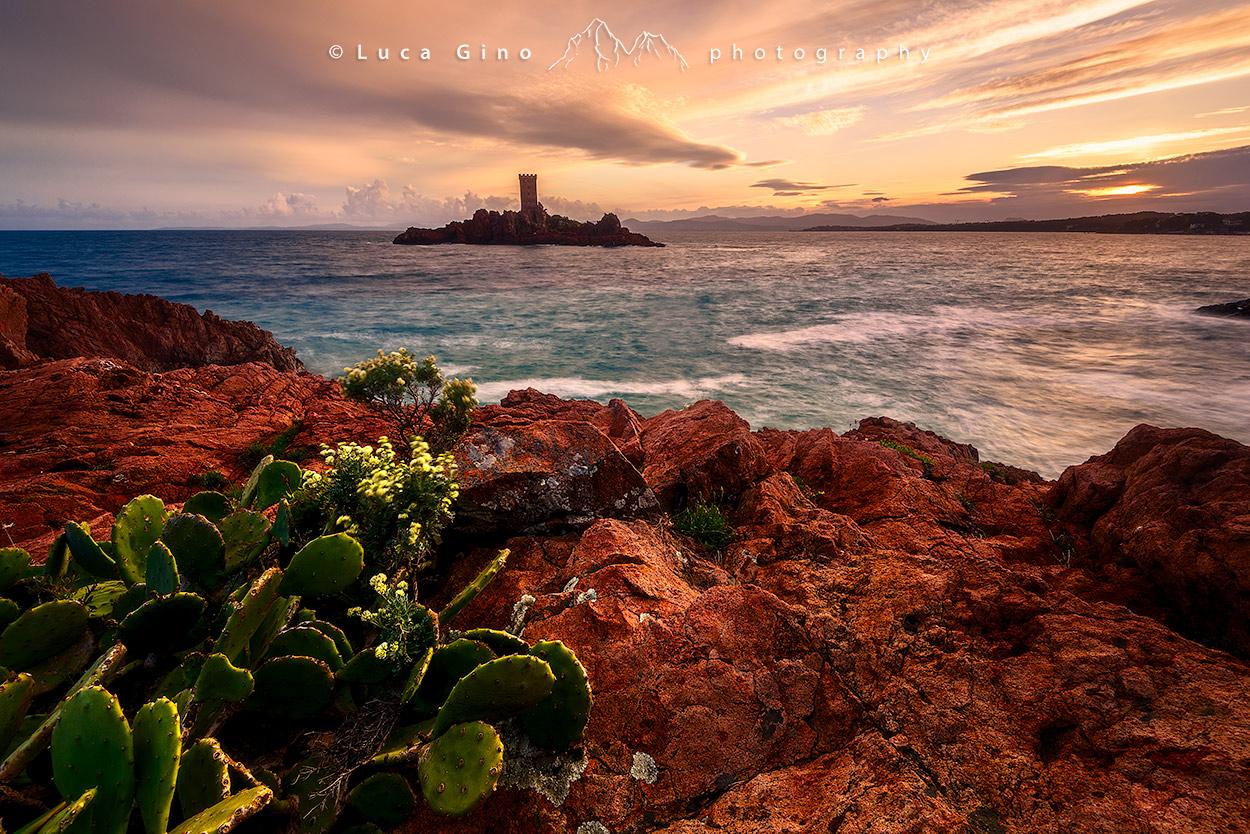 Île d'Or al tramonto. Francia, capo Dramont Saint-Raphael