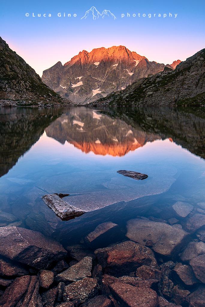 Argentera e Corno stella al tramonto, l'ultima luce vista dal lago Mediano di Fremamorta, Valle Gesso