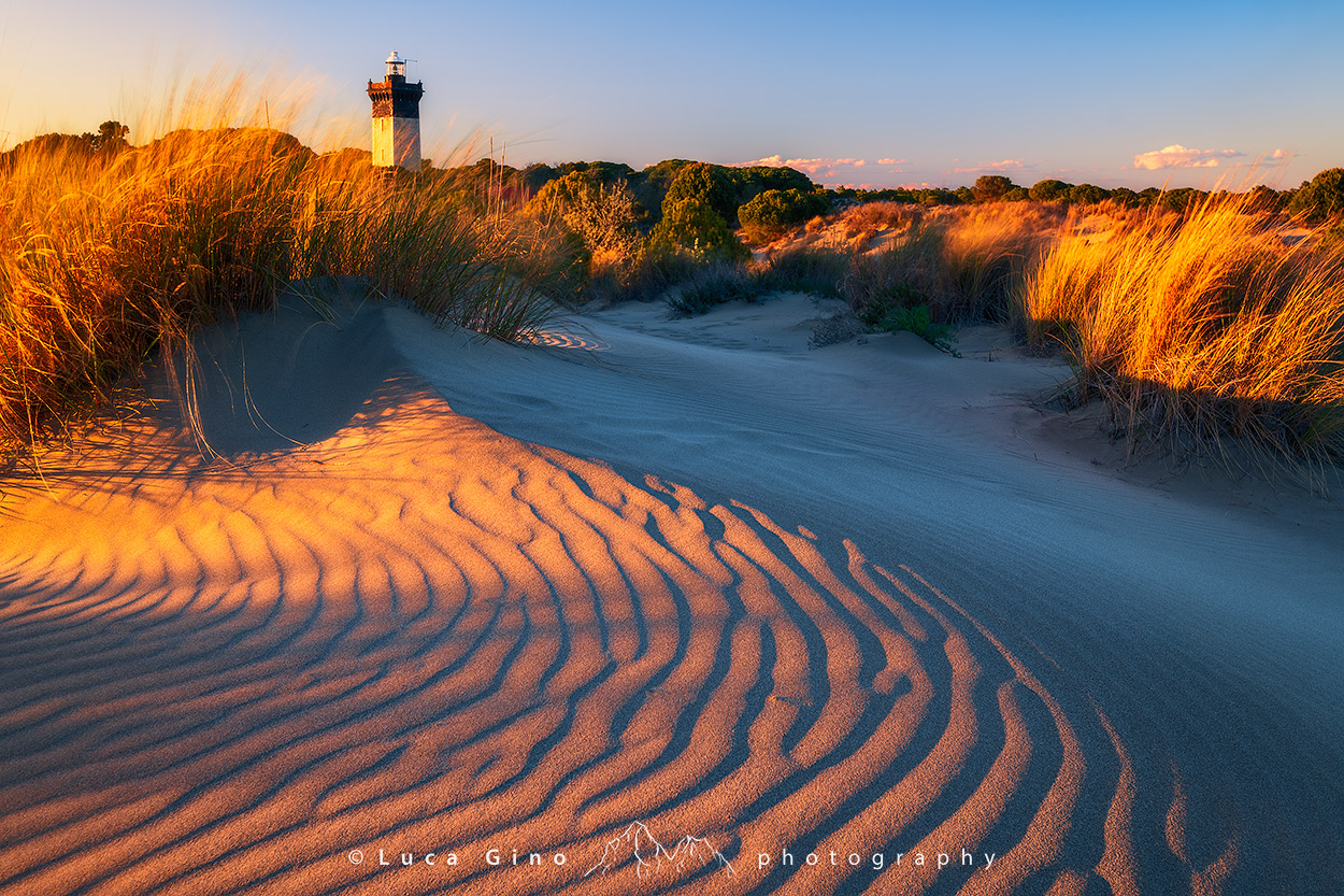 il Faro dell'Espiguette al Tramonto, le dune di sabbia della Camargue