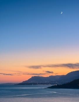 Capo Mortola e la Luna
