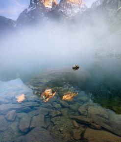 Il Monviso tra la nebbia