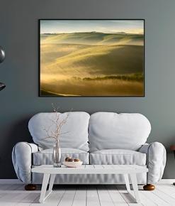 Nebbie , colline e casali della Val d'Orcia