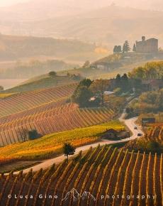 Grinzane Cavour, il castello e i vigneti in autunno