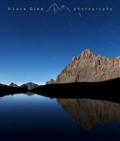 Rocca la Meja in una notte di luna piena.
